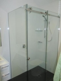 Sliding Shower With Fixed Glass